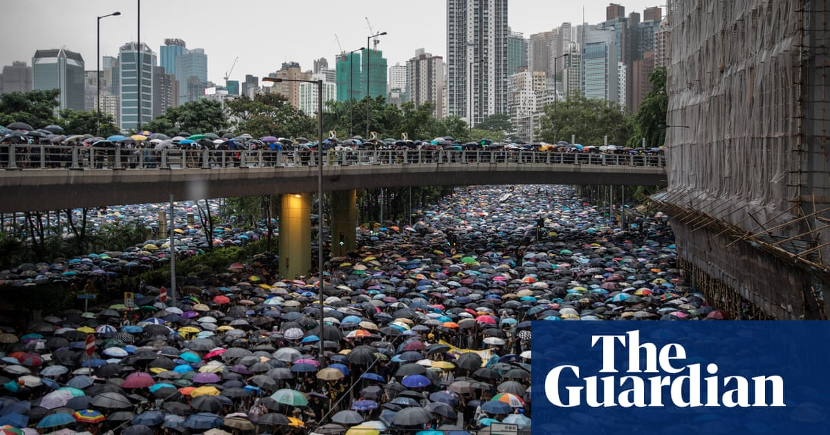 Hong Kong: hundreds of thousands join protest in pouring rain