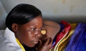 Midwife Linda Kunwende (22) examines pregnant Margaret Chisi (32)