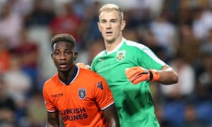 Istanbul Basaksehir's Eljero Elia and Burnley goalkeeper Joe Hart vie for position before a corner.