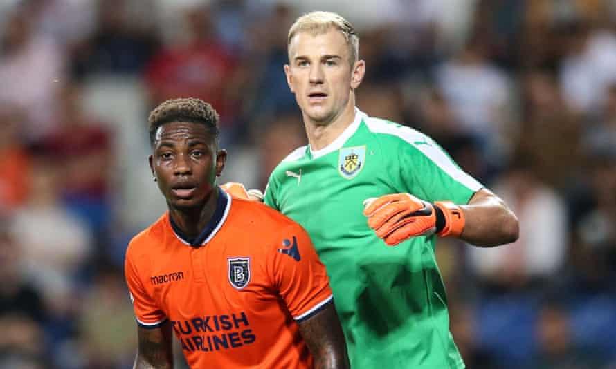 Istanbul Basaksehir's Eljero Elia and Burnley goalkeeper Joe Hart vie for position before a corner.