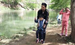Xiaojun Chen with his children