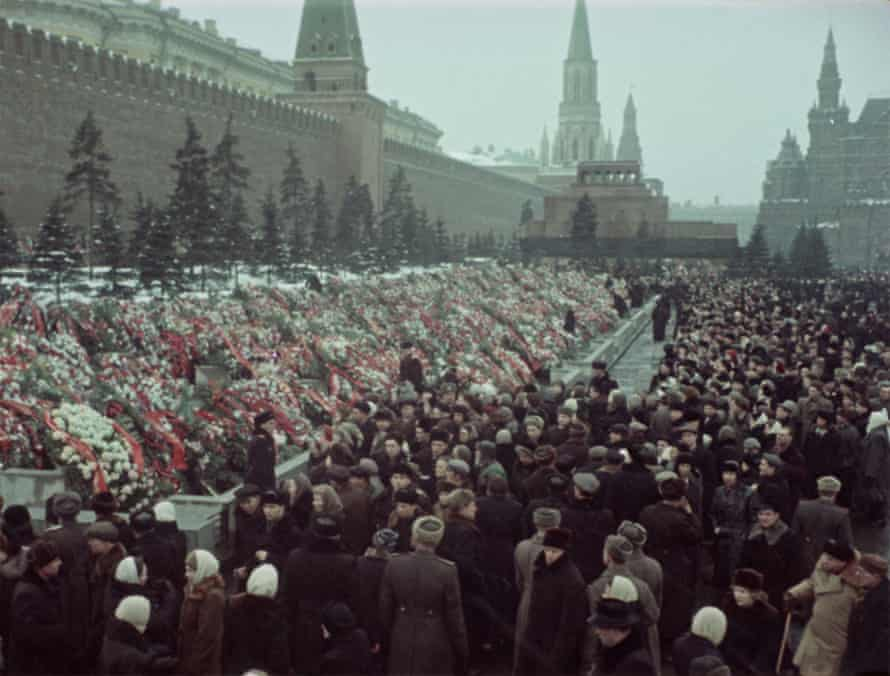 People mourning Stalin's death