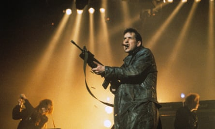 Bill Drummond machine-guns the audience at the 1992 Brits.