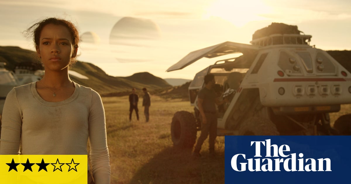 Lost In Space Review Netflix S Sci Fi Reboot Takes A Small Step