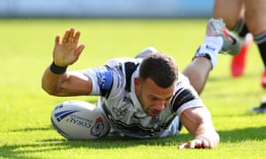 Carlos Tuimavave touches down for Hull.