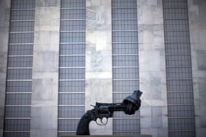 Non-Violence, a bronze sculpture by the Swedish artist Carl Fredrik Reuterswärd of an oversized Colt Python .357 Magnum revolver, outside the assembly building.