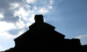 The gable of Cefn Garw against the light
