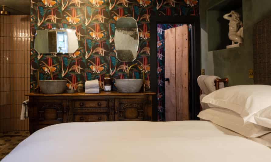 An atmospheric bedroom in Kilmartin Castle