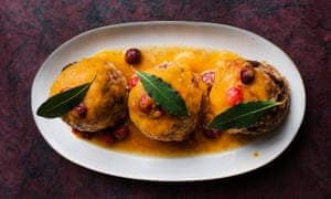 Polpetonne puddings with guanciale and prunes.