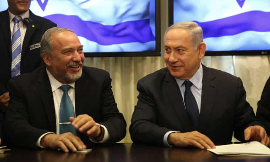 Avigdor Lieberman and Binyamin Netanyahu sign a coalition agreement.