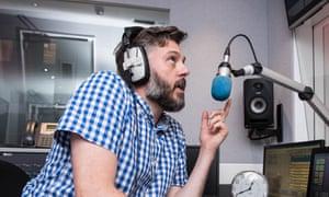 Iain Lee and microphone