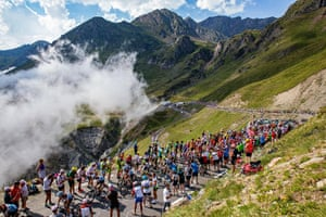 A group climbs Col de Tourmalet during Stage 14.