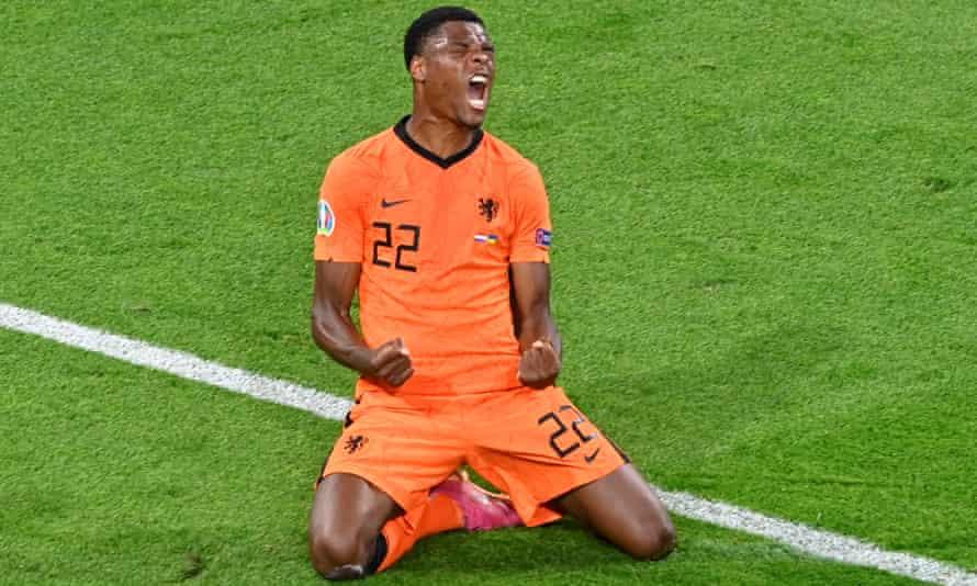 Denzel Dumfries celebrates scoring the Netherlands' winner after Ukraine had fought back from 2-0 down