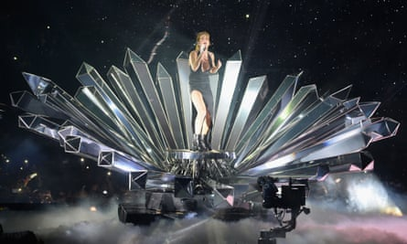 'The Birth of Goulding' – Ellie Goulding emerges from mirrors at the EMAs.