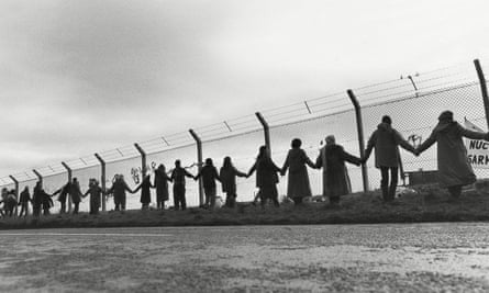 Protesters form a 'chain of peace' in 1982.