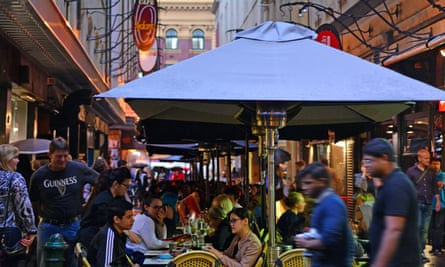 Bars, restaurants and cafes on Degraves Street before the pandemic