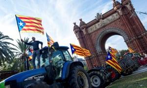 Farmers wave estelada flags on top of tractors before Puigdemont's speech in Barcelona.