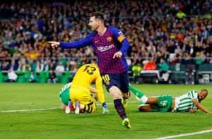 Messi leaves Betis' players in a heap