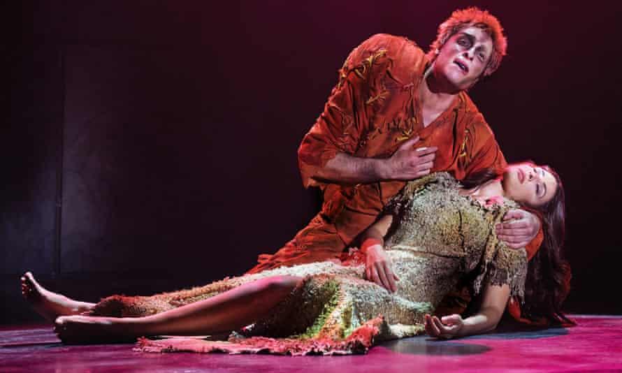 Quasimodo (Angelo Del Vecchio) and Esmeralda (Hiba Tawaji) in Notre Dame de Paris