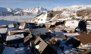 Pic of rooftops at Vaujany ski resort in the French Alps