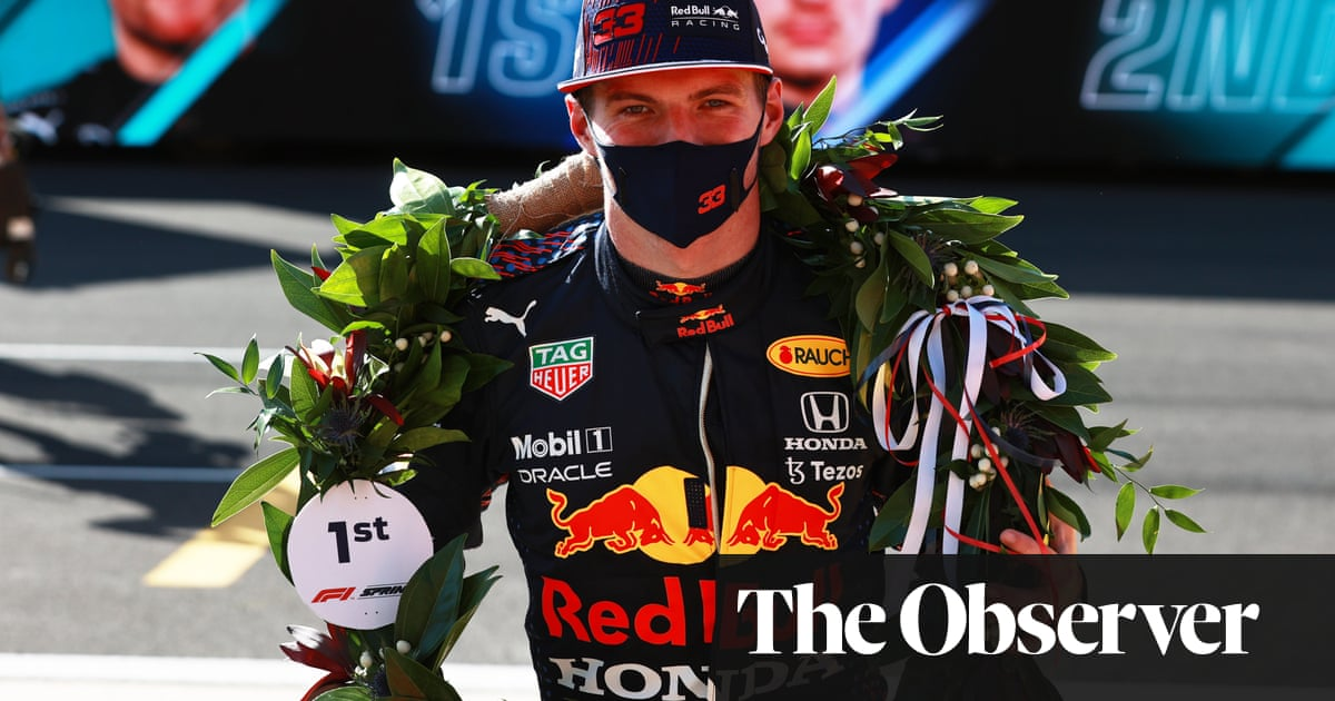 Max Verstappen enjoys sedate jaunt on carousel in sprint qualifying race