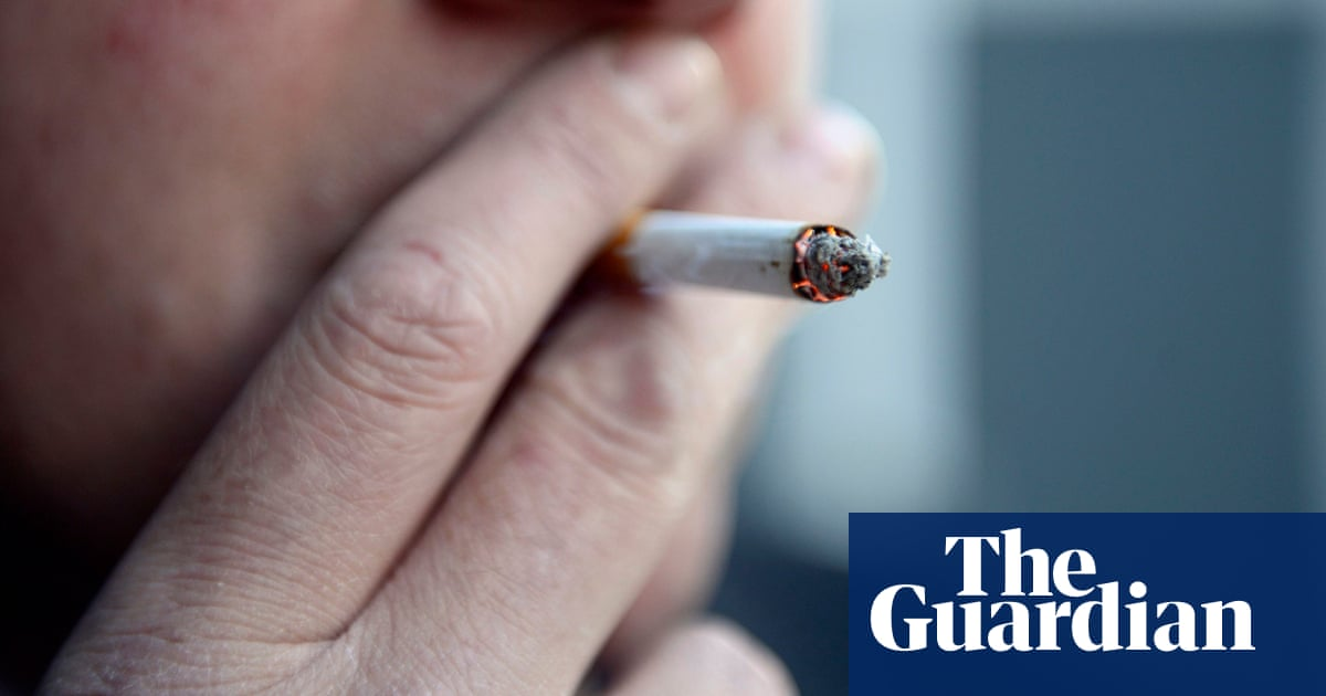 Smoking-related cancer twice as prevalent among poor in England