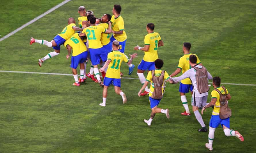 Brazil celebrate after Reinier's decisive penalty in the shootout with Mexico.