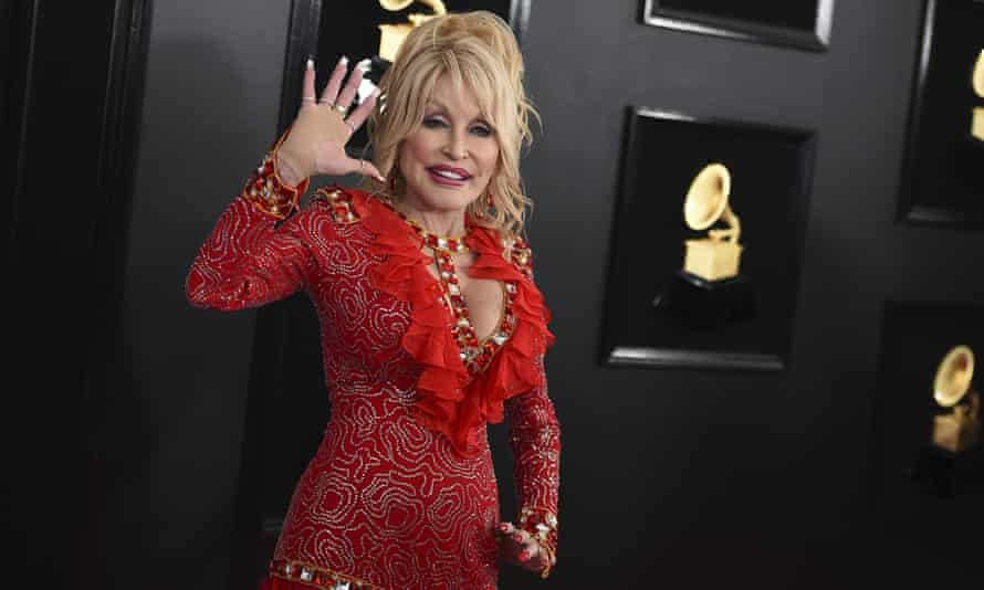 Dolly Parton arrives at the 61st annual Grammy Awards on February 2019, in Los Angeles.