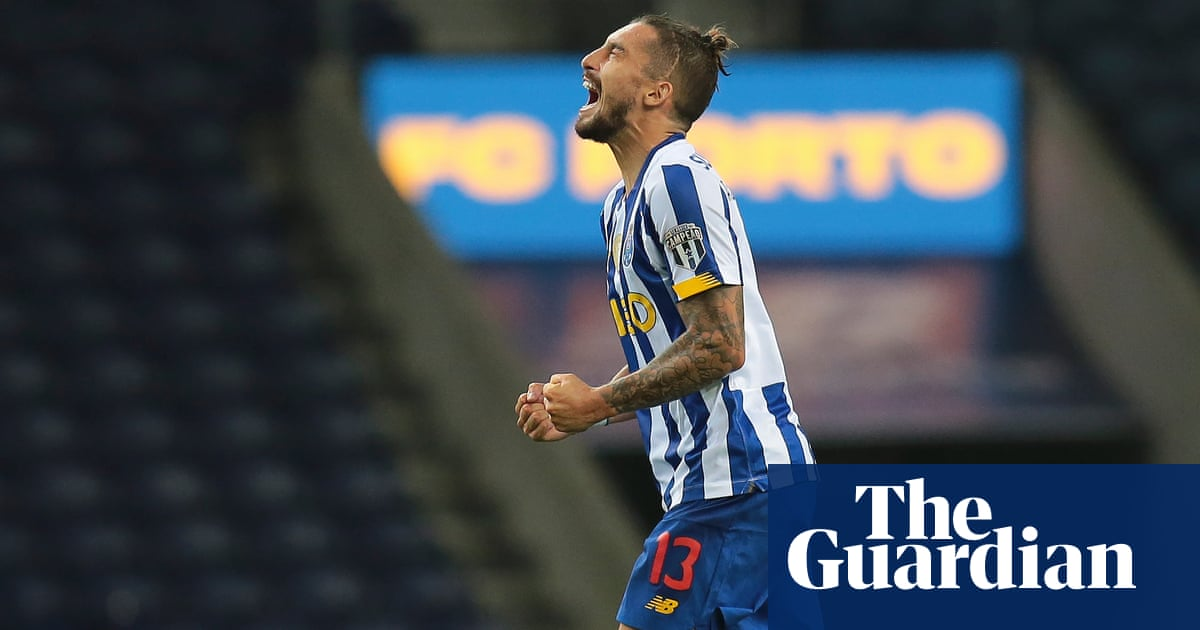 Manchester United target Alex Telles urges Porto to lower asking price