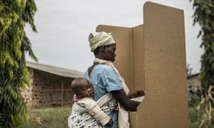 A Burundian woman voting