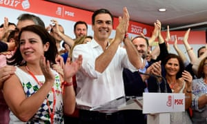 Pedro Sánchez celebrates