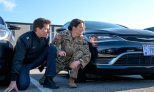 When you can't find your car in the lot: Tom Cruise and Cobie Smulders in Jack Reacher: Never Go Back.