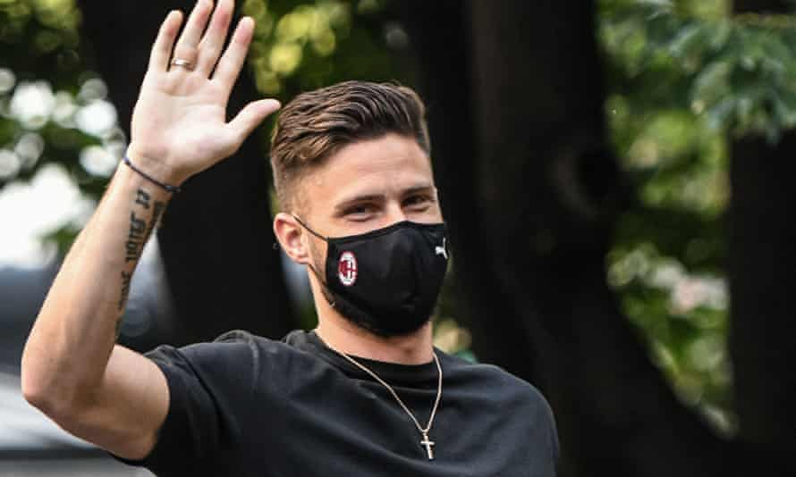 Olivier Giroud waves upon his arrival at La Madonnina clinic in Milan to undergo a medical.