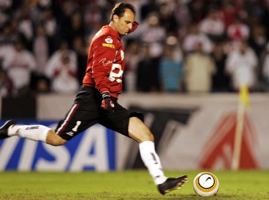 Rogerio Ceni scores from the spot against River Plate at their Copa Libertadores semi-final first leg in 2005.