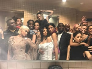 """In 2017, Kylie Jenner broke the """"no selfie"""" rule at the MET Gala with this bathroom pic of Dakota Johnson, Frank Ocean, Brie Larson, Kim Kardashian, Kendall Jenner, Puff Daddy, ASAP Rocky and more."""