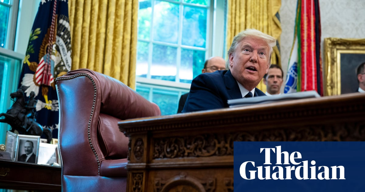 Trump signs executive order to narrow protections for social media platforms