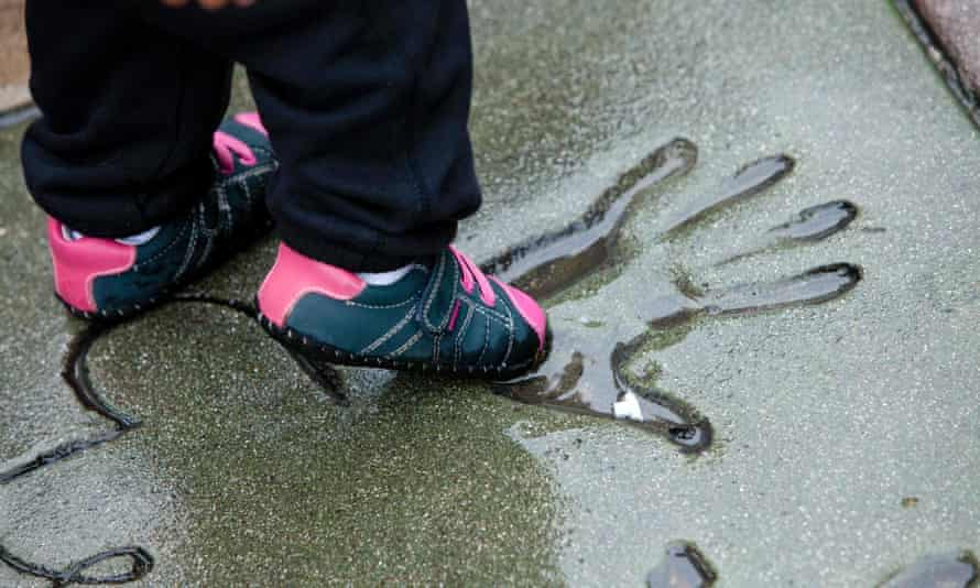 A child dips her shoe in a handprint outside the TLC Chinese Theatre in Los Angeles.