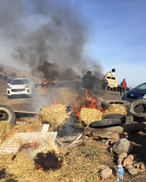 Law enforcement officers move in on Dakota Access pipeline protesters
