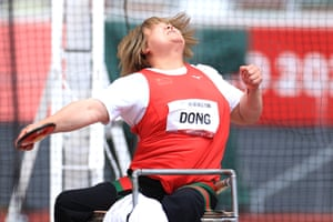 Feixia Dong of China on her way to gold.