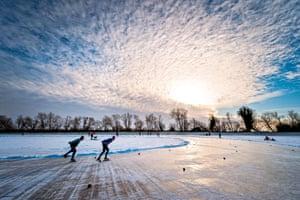 Fen skating, Cambridgeshire 9 January 2010