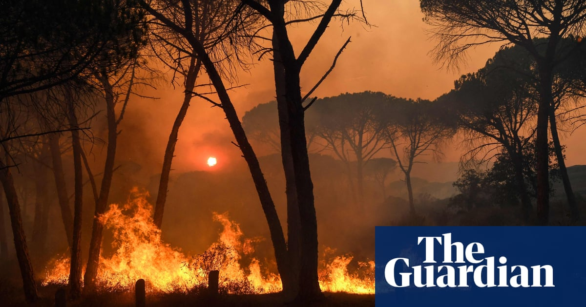 Thousands forced to evacuate by wildfire near Saint-Tropez