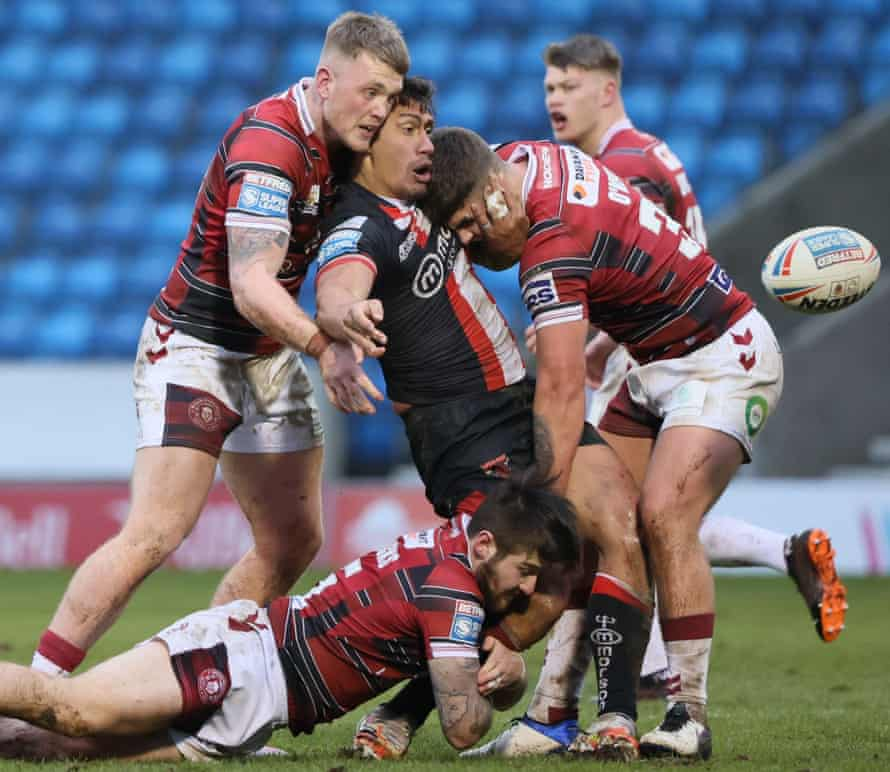 Elijah Taylor of Salford Red Devils releases the ball during the pre-season match against Wigan Warriors in March 2021.
