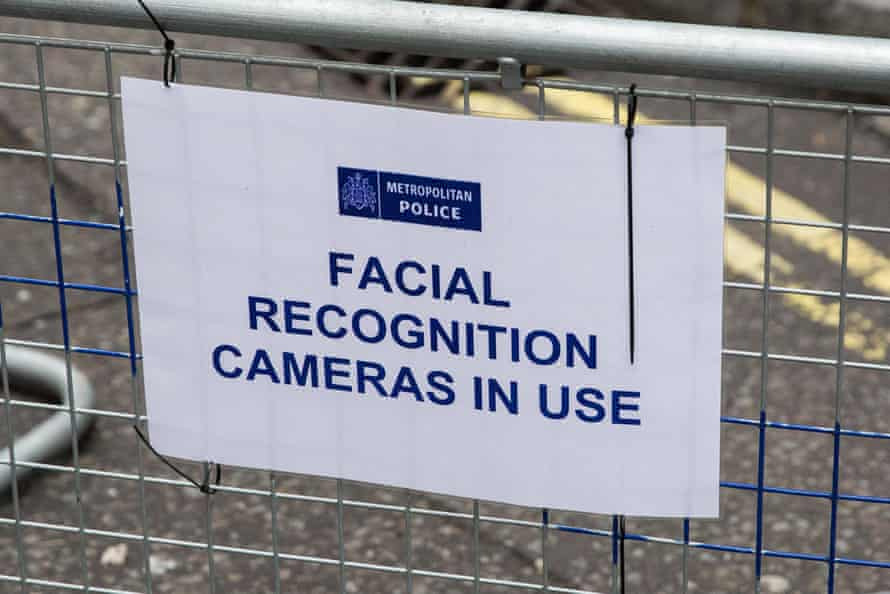 A sign saying 'Facial recognition cameras in use'
