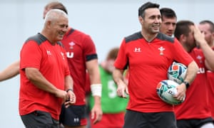 Stephen Jones has replaced Rob Howley as Wales's attack coach.