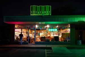 Matt Henry photograph of a convenience store
