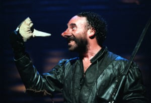 Cyrano de Bergerac, 1997. Directed by Gregory Doran, designed by Robert Jones. The photograph shows Cyrano de Bergerac (Antony Sher).