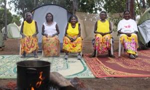 Dila Yunupingu Munungurr, Dopia Yunupingu Gurruwiwi, Nyapa Nyapa Yunupingu, Dorothy Yunupingu and Eunice Yunupingu Marika run healing workshops at Garma