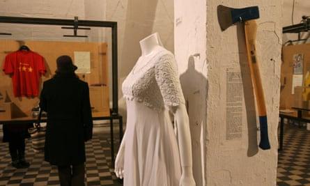 An unworn wedding dress, an axe… exhibits from the Museum of Broken Relationships.