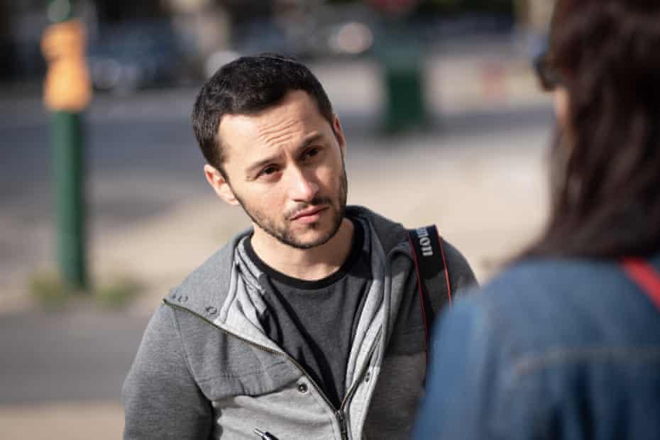 Reporter Mauricio Peña talks to a neighbor in Chicago's Pilsen neighborhood.
