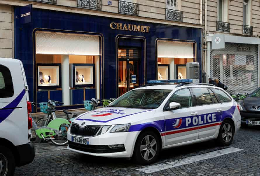 """A police officer told Le Parisien newspaper that the thief had got away with a """"monumental"""" haul."""